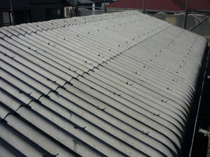明石の現場で屋根の洗浄が終わりました。