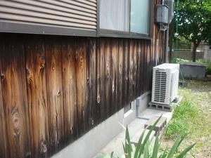兵庫県高砂市米田で外壁杉板塗替え塗装をしています。