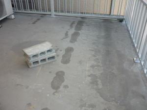 先週明石市大久保町でベランダ床防水工事をさせて貰っていました。